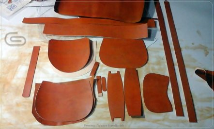 ชิ้นส่วนของกระเป๋า Weave saddle bag เพื่อรอการประกอบในขั้นตอนถัดไป